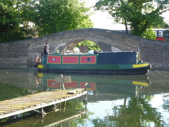 The WatersEdge Canal Cottages: View from the cottage