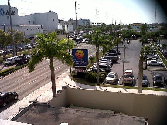 Clarion Inn  & Suites Miami Airport: Balcony of corridor