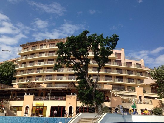 Kristal Hotel : Hotel from poolside