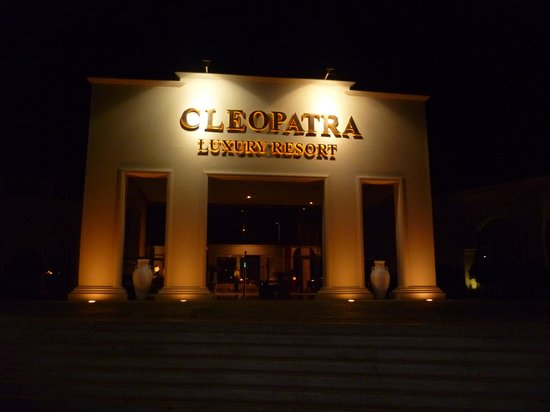 Cleopatra Luxury Resort Sharm El Sheikh: front of hotel....