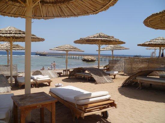 Cleopatra Luxury Resort Sharm El Sheikh: hotel beach....