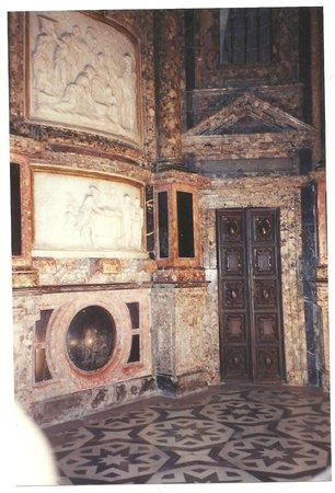 Catedral de Sevilla: detalles en mármol en el interior