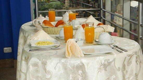 Delfin Amazonico Suites: Desayuno en Terraza