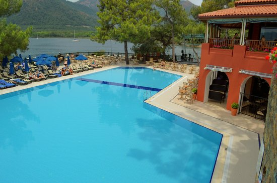 TUI Sensimar Marmaris Imperial Hotel: Main pool and stage