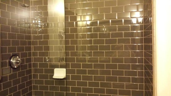 Best Western Plus Lackland Hotel & Suites: Shower