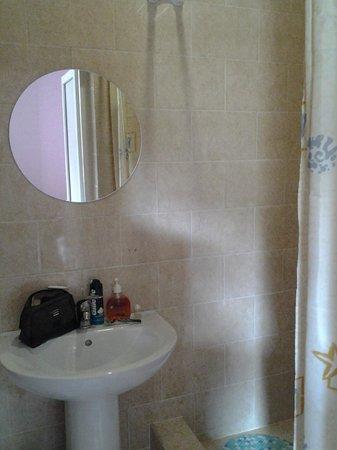 Galla Hotel: Ванная комната
