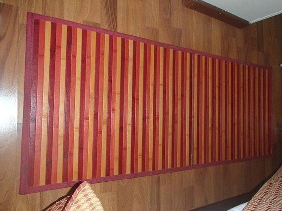 Hotel Rainero: tappetto di bambù di sottolavello da cucina!