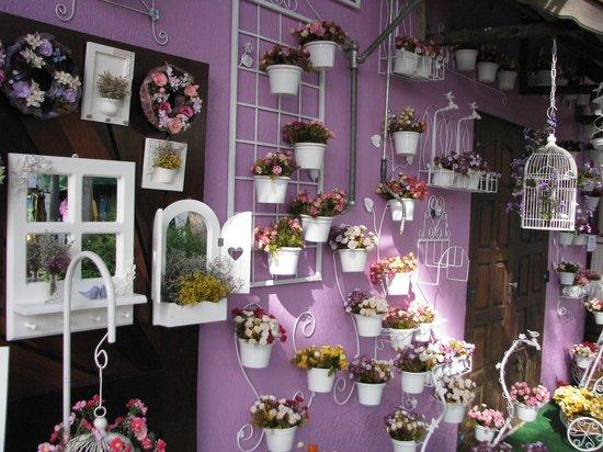 Embu das Artes, SP: Diversas lojas