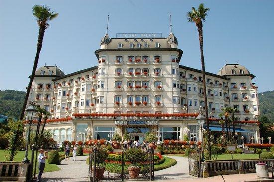 Regina Palace : La facciata dell'hotel sul lago