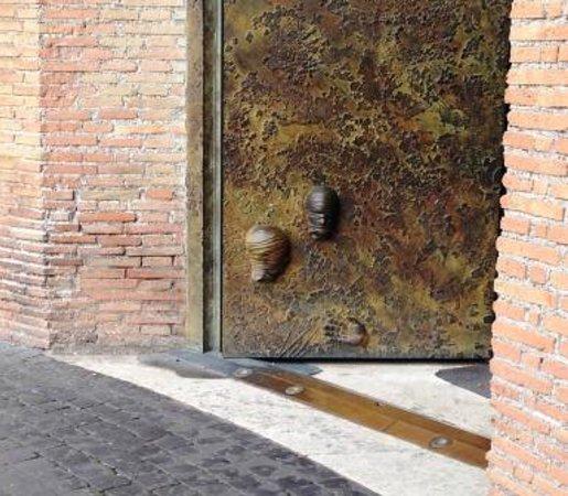 Basilica di Santa Maria degli Angeli e dei Martiri: particolare nuove porte in bronzo