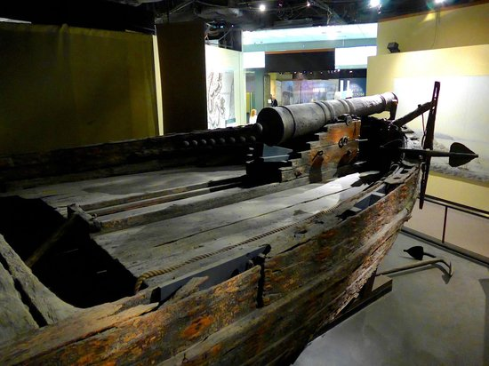 National Museum of American History : Amazing old war ship, you can see the canon that sank it!