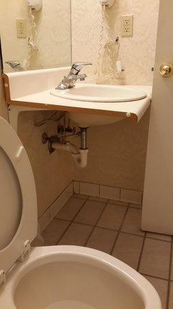 Ramada Limited Augusta/Near Fort Gordon: Yes, the door does hit the sink