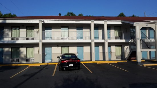 Ramada Limited Augusta/Near Fort Gordon: The rooms open to the outside