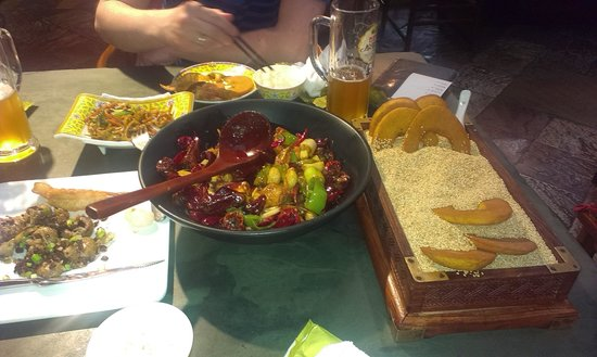 Na Jia Restaurant (Yong'anli): spicy fish pot and roasted bread