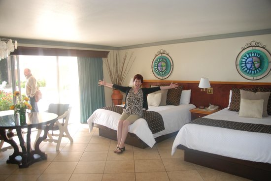 Estero Beach Hotel & Resort: The spacious room