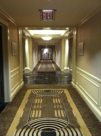 JW Marriott Essex House New York: Art Deco Hallway