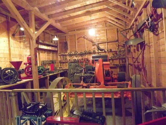 Western Development Museum : The old small engine shop