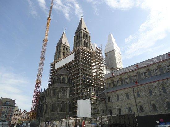 Notre Dame Cathedral in Tournai: Cathédrale de Tournai (travaux en juin 2014)
