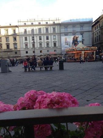 Piazza della Repubblica: Вид из ресторана на Карусель
