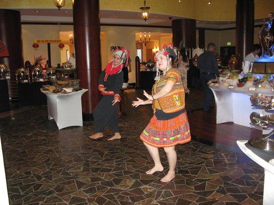 Dusit  Thani Dubai: Thai Dancers