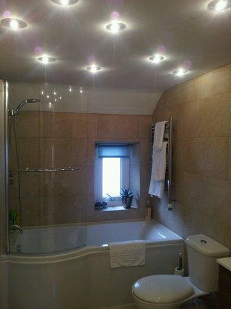 Beech Bank Bed & Breakfast: Spotless lux bathroom