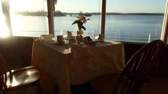 The Irwin Inn: Our table at dinner overlooking Stoney Lake