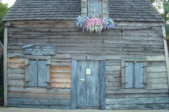 Oldest Wooden Schoolhouse: Lindinha!!!