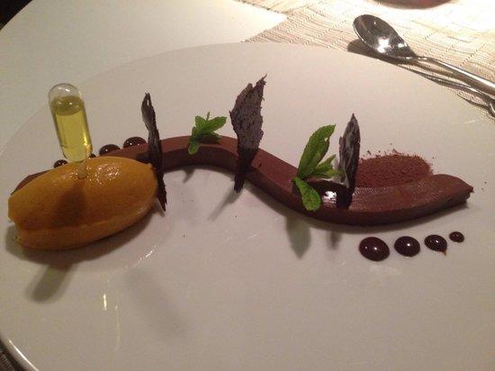 Apocalypsis Restaurant : Dolce al cioccolato abbinato al suo sorbetto