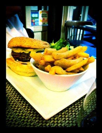 Bistrot des Vignes : Classic cheeseburger