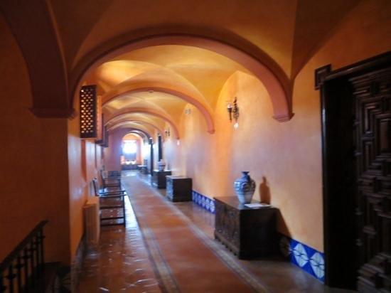 Parador Arcos de la Frontera: The warm corridors.