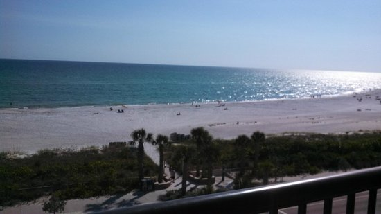 Holiday Inn Sarasota - Lido Beach: view from our balcony in morning
