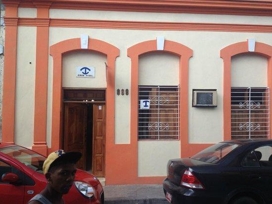 Roy's Terrace Inn: Esterno
