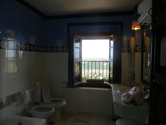 Parador Arcos de la Frontera: bathroom with a view!
