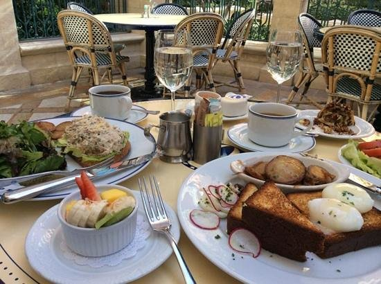 Bouchon : Typical breakfast for 2