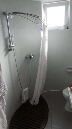 Alma Hotel: bathroom
