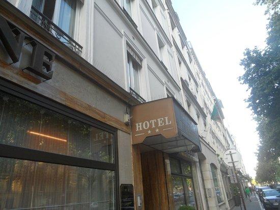 Hotel Eiffel Turenne: Hotel Entrance