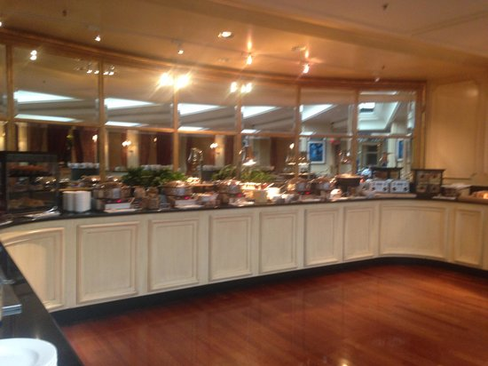 The Ritz-Carlton, New Orleans: Breakfast Buffet at M-Bistro