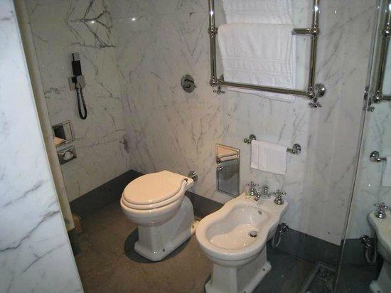 Portrait Roma: Bathroom