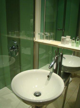 The Cumberland: Bathroom
