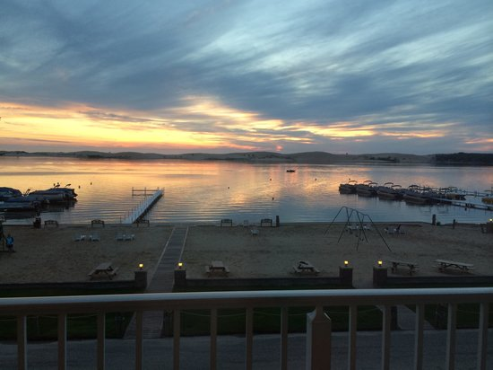 Dunes Waterfront Resort: View of the sunset from our 3rd floor balcony