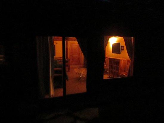 Hatchet Resort: Evening looking in