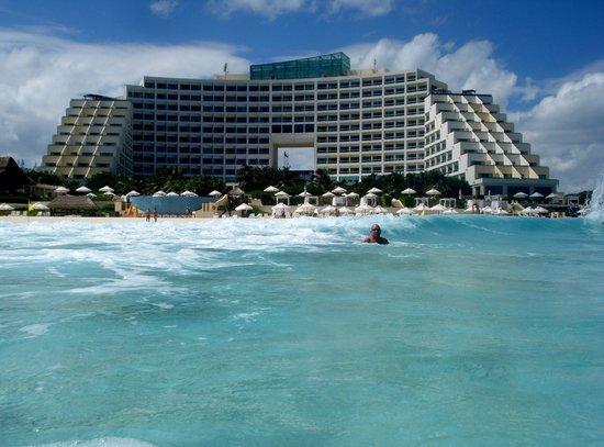 Live Aqua Beach Resort Cancun: Magical waters