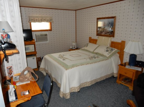 Pines Motel : This is the room