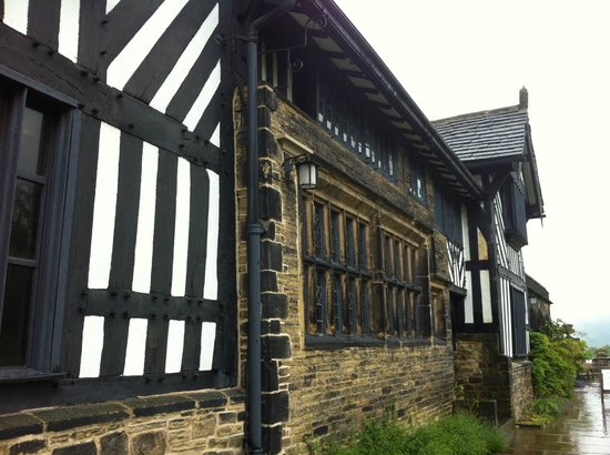 Shibden Hall: Half-timbered front of house.