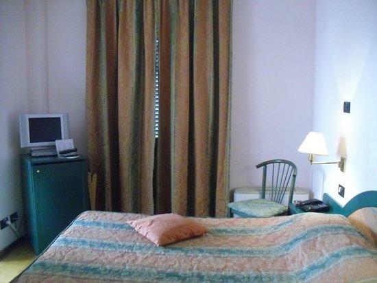 Hotel Bugella: Camera piacevole e ordinata  - vista 2