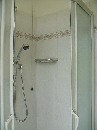 Hotel Bugella: Bagno spazioso - vista 2
