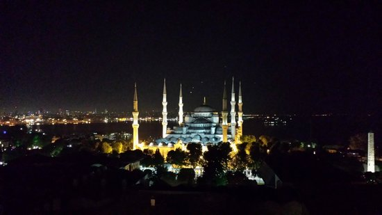 World Heritage Hotel Istanbul: The Blue Mosque as seen from the rooftop bar of the Arkadia hotel