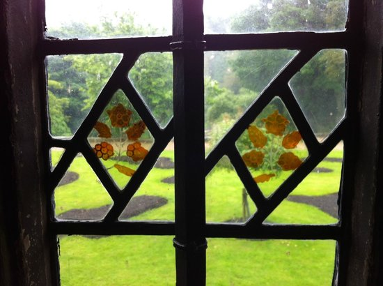 Shibden Hall: Original stained glass from the early 15th century.