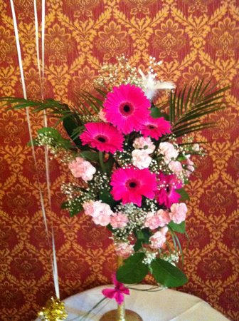 Oakeley Arms Hotel: Flowers by Irena