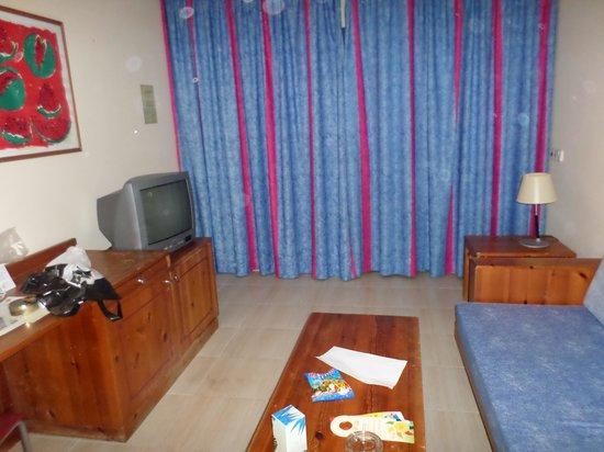 THB Tropical Island: Living room
